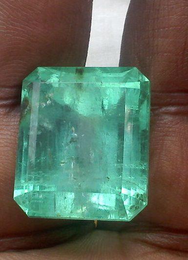 1024px-Cut_emerald_stones_(2)